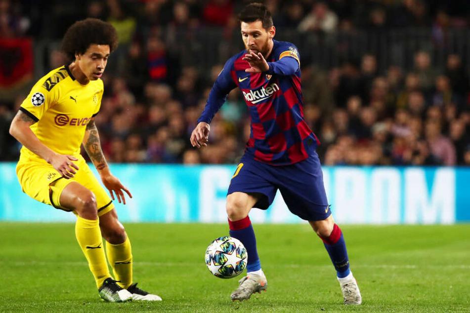 Lionel Messi (r.) bestritt für den FC Barcelona sein 700. Pflichtspiel, bereitete das 1:0 und 3:0 der Katalanen vor und erzielte das 2:0 selbst. Hier behauptet er sich gegen Dortmunds Axel Witsel.