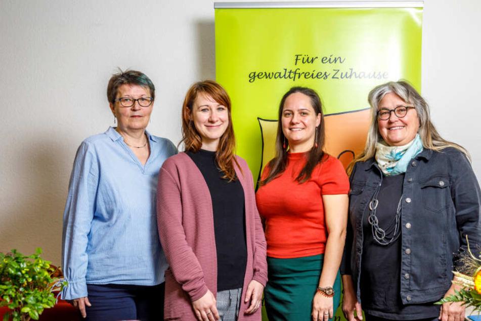 Vereint gegen häusliche Gewalt, die Streiterinnen der neuen, nun staatlichen Fachstelle für Frauenhäuser: Andrea Pankau (57, v.l.), Katharina Wehner-Kreutze (33), Sindy Lohberg (32) und Susanne Köhler (58).