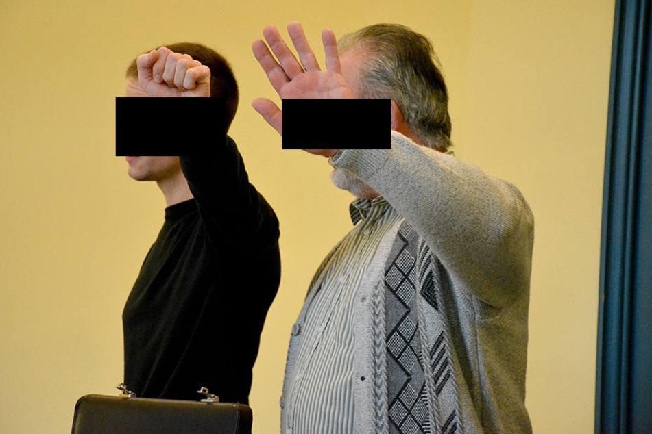 Vereint auf der Angklagebank. Wilfried T. (62, r.) und sein Sohn Stephan müssen jetzt hinter Gittern.