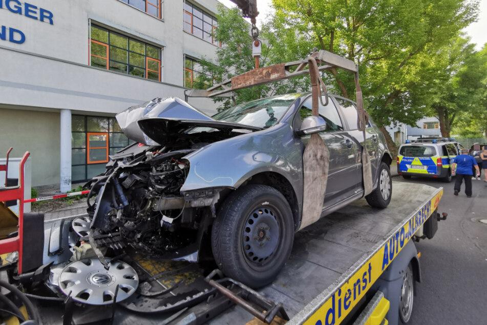 Am Berufsschulzentrum in Böhlen ist es am Freitagmorgen zu einem heftigen Crash gekommen.