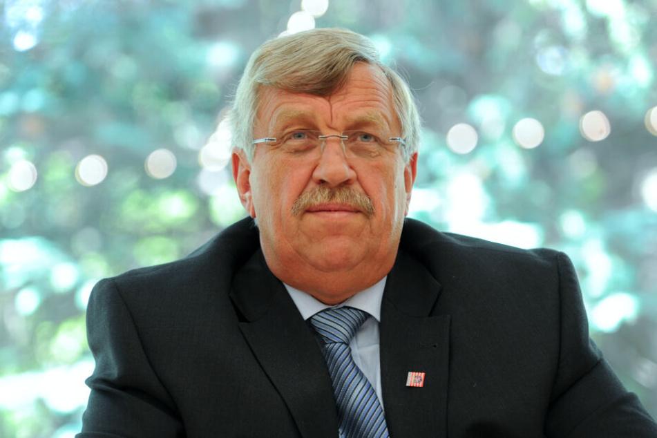 Der Kasseler Regierungspräsident Walter Lübcke wurde mit einer Schusswunde am Kopf im Garten seines Wohnhauses aufgefunden.