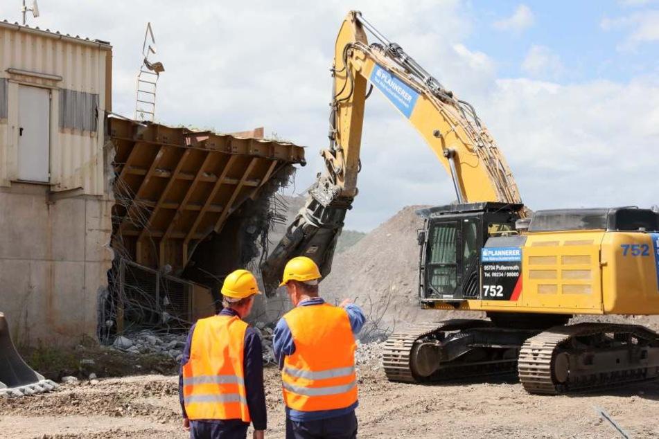 Der Abriss der Anlage in Crossen hat begonnen.