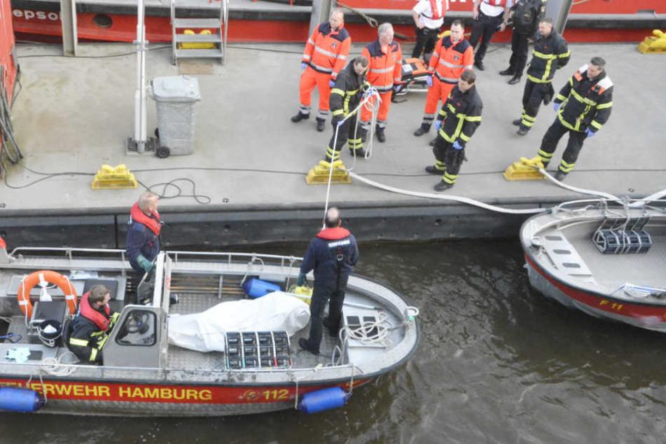Fußgänger entdeckten die Leiche eines Mannes am Montagmorgen in der HafenCity.