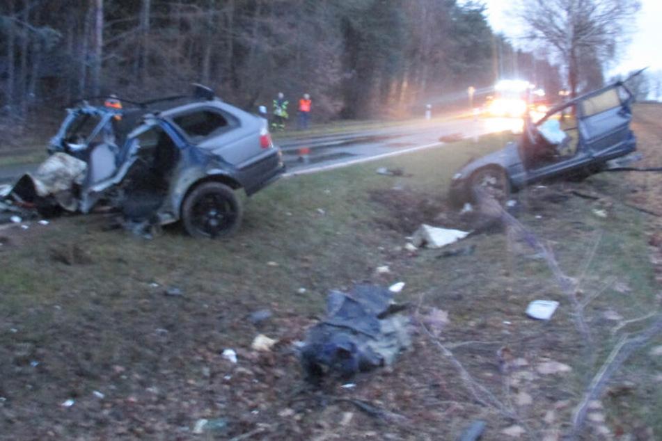 Das Fahrzeug wurde bei dem Unfall in der Mitte zerteilt.