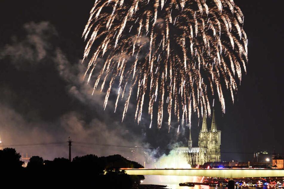 """Das jährliche Event """"Kölner Lichter"""" auf dem Rhein ist ein Spektakel der Superlative."""
