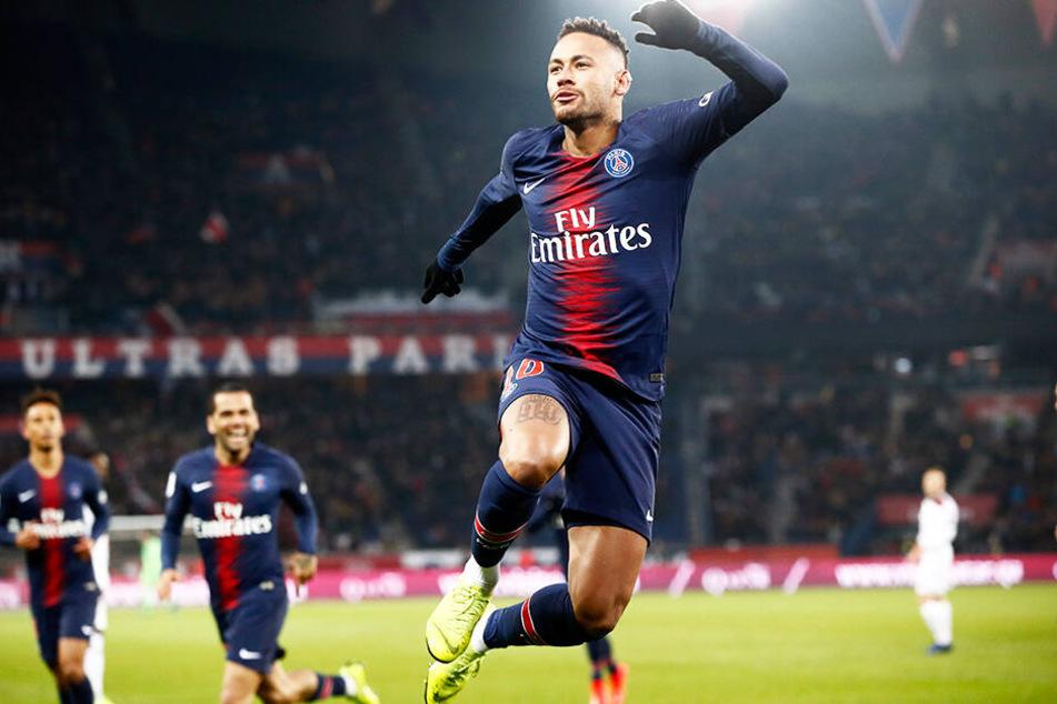 Der momentan verletzte Neymar datete offensichtlich Danny Paola.