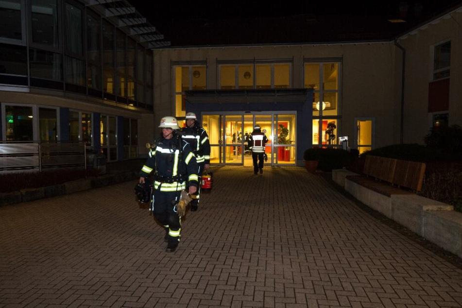 Die Feuerwehr rückte mit 45 Einsatzkräften am Mara Krankenhaus an.