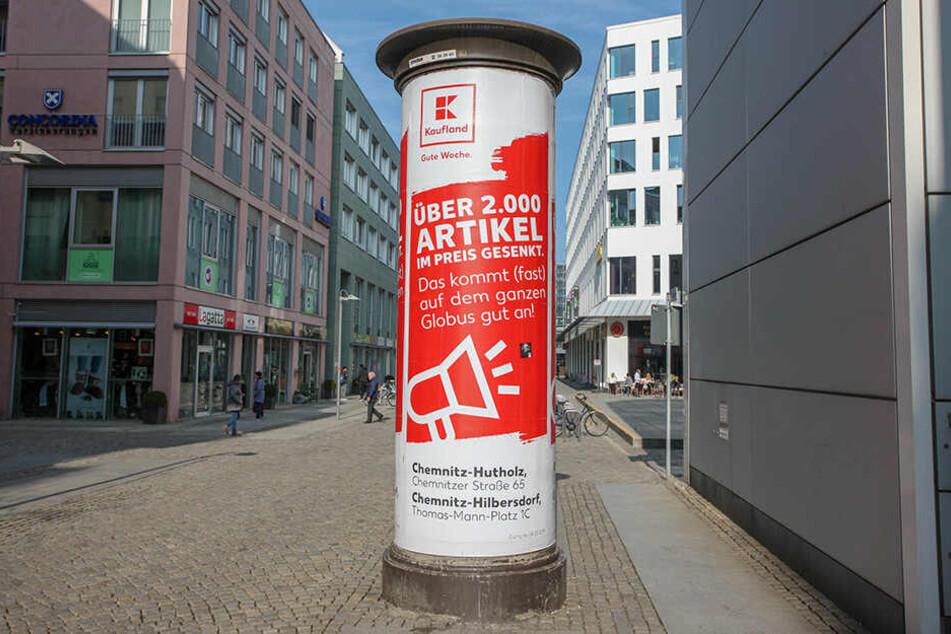 Neckischer Seitenhieb: Kaufland nimmt Globus mit einem lustigen Plakat-Spruch auf die Schippe. Ende März eröffnet Globus im Neefepark.