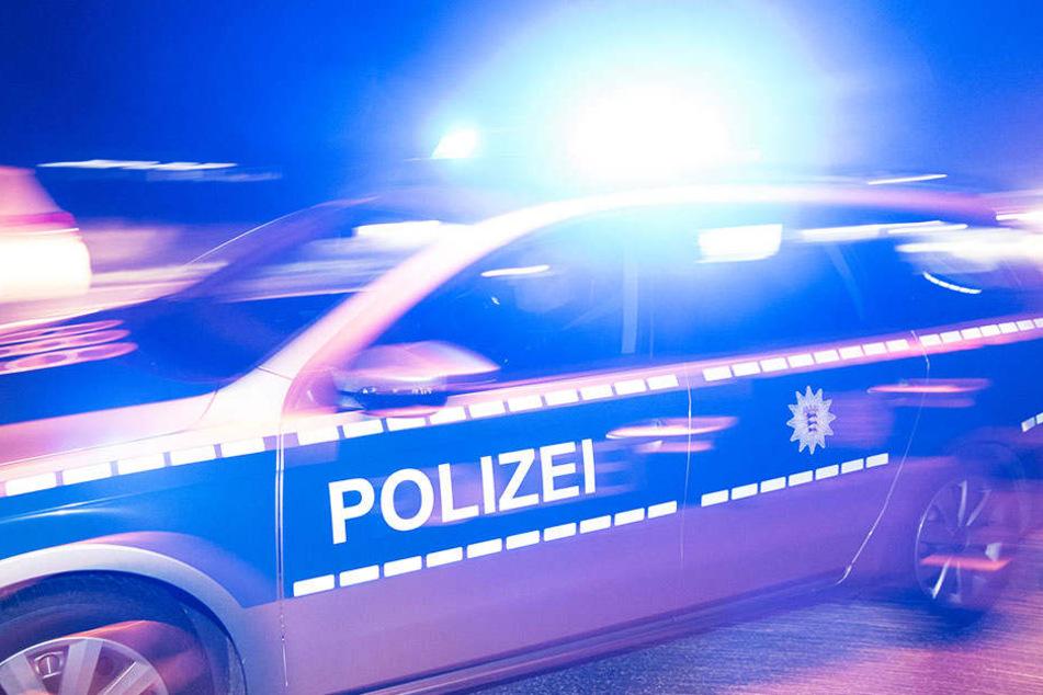 Die Polizei stellte am Mittwochabend zwei Männer, die eine Gruppe jugendliche sexuell belästigten. )Symbolbild)