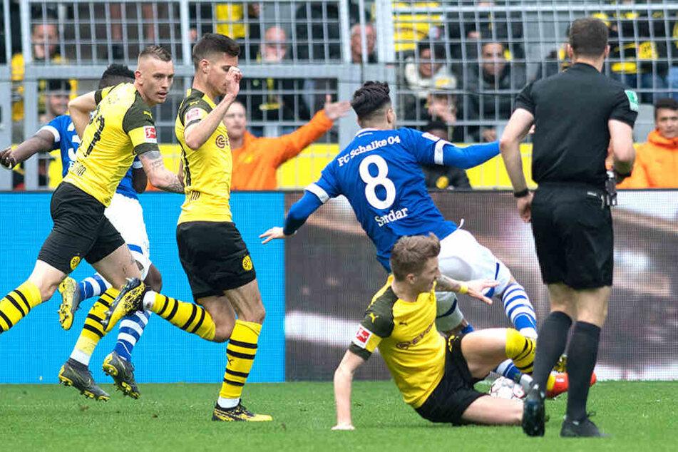 Für sein Foul gegen den Schalker Suat Serdar wure Marco Reus zwei Spiele gesperrt.