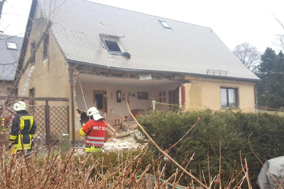 Eine schwere Explosion erschütterte ein Einfamilienhaus in Neukirch bei Bautzen.