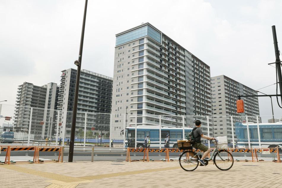 Mehrere Athleten sollen in einem Park des olympischen Dorfes in Tokio Alkohol konsumiert haben.