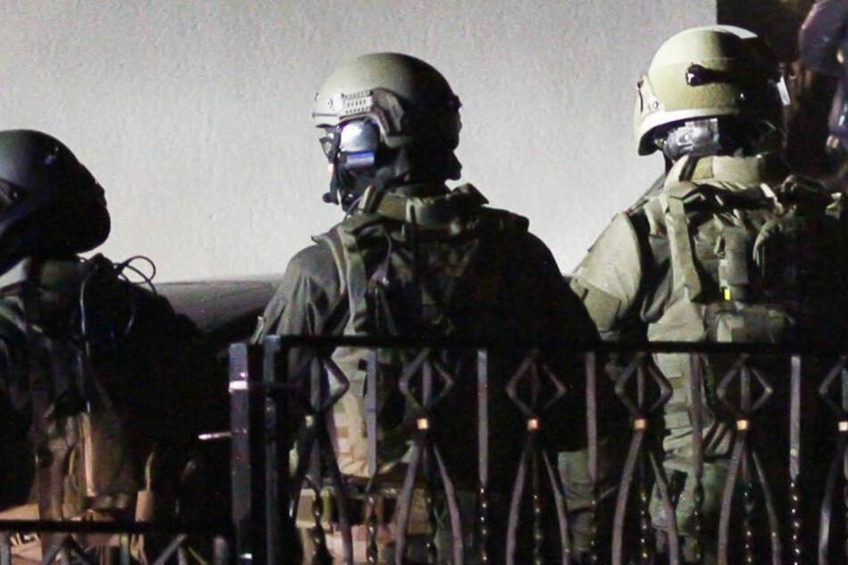 Häftlinge verbarrikadieren sich und lösen SEK-Einsatz im Gefängnis aus