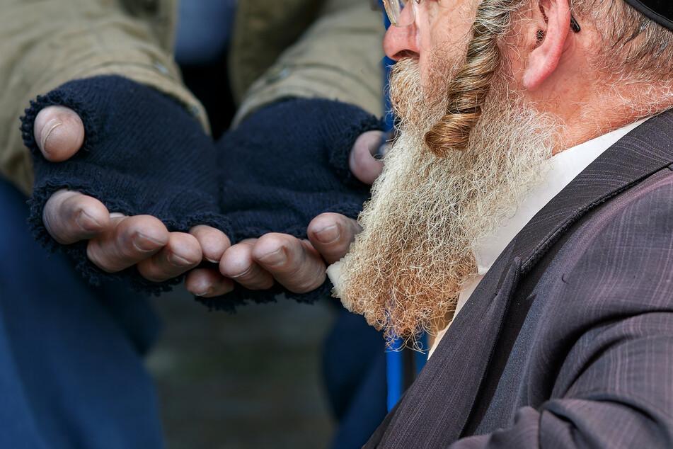 Rabbi macht Neujahrs-Spaziergang: Als ihm ein Obdachloser begegnet, wird es unschön