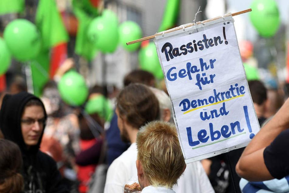 Die Gegendemo wurden von Parteien wie Gründe, Linke und SPD unterstützt.