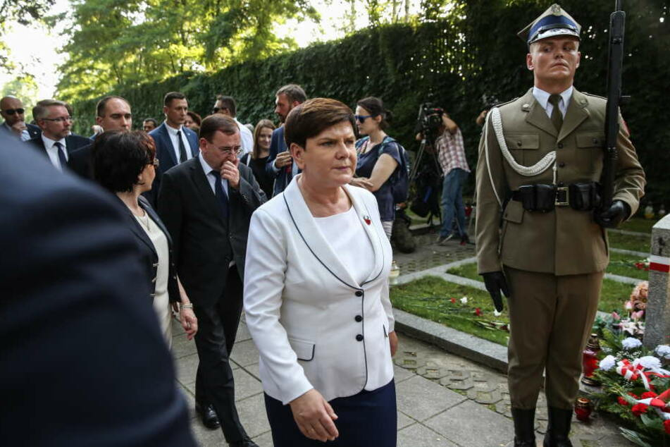 Die polnische Regierungschefin Beata Szydlo (M.) am Dienstag bei einer Gedenkveranstaltung zum 73. Jahrestag des Warschauer Aufstands teil.