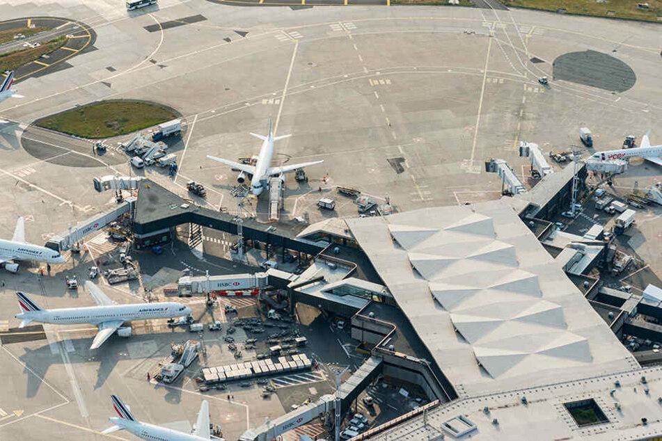 Außer dem Flughafen Orly in Paris sind auch der Airport Charles de Gaulle sowie Flughäfen im Ausland betroffen.