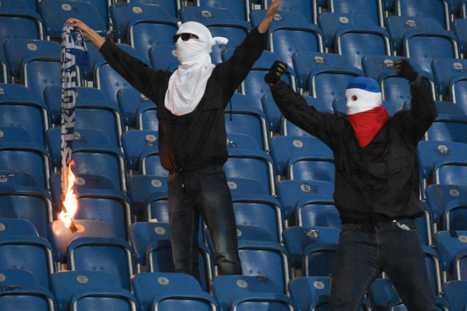 Davor warnt die NRW-Polizei deutsche Hooligans