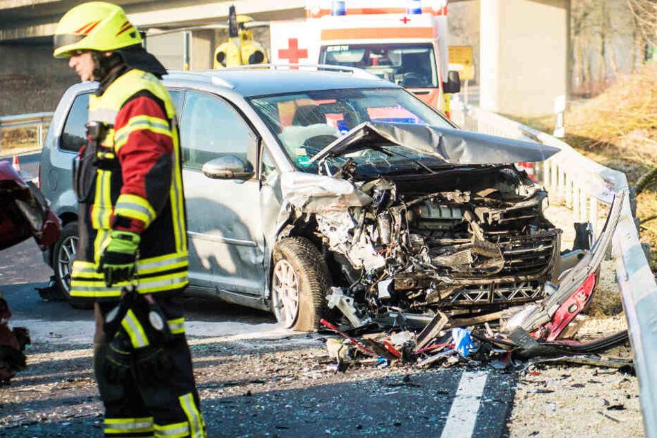 Auf der Staatsstraße 2230 ist es in Bayern zu einem schweren Unfall gekommen.