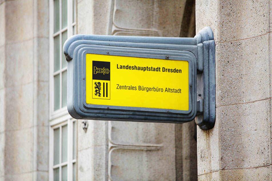 """Wegen des hohen Krankenstands werden Dresdner im Bürgerbüro Altstadt """"bis auf Weiteres"""" nur bedient, wenn sie sich vorab einen Termin besorgen."""
