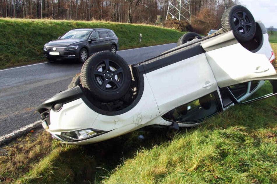 Der Wagen der 36-jährigen Mutter überschlug sich und landete im Straßengraben.