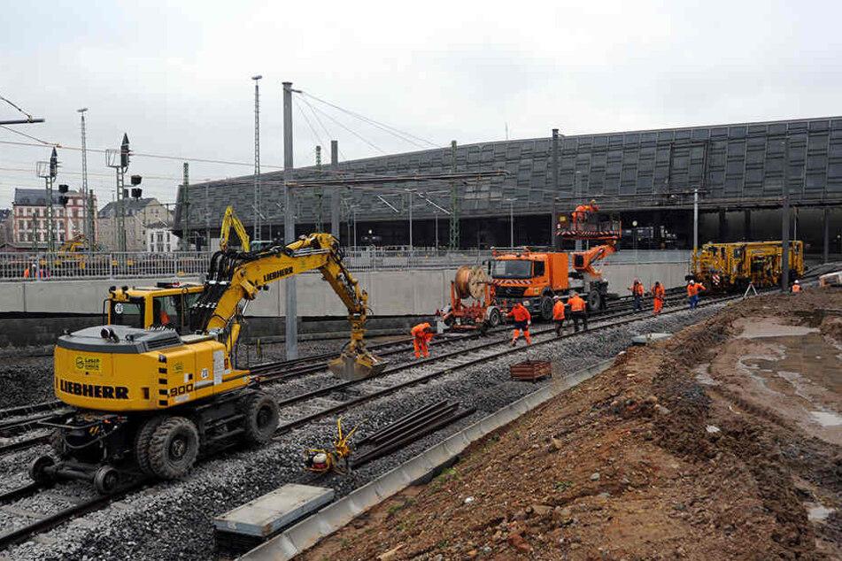 Bei den Bauarbeiten am Bahnhof wurde 2012 das Entwässerungs-Rohr  beschädigt.