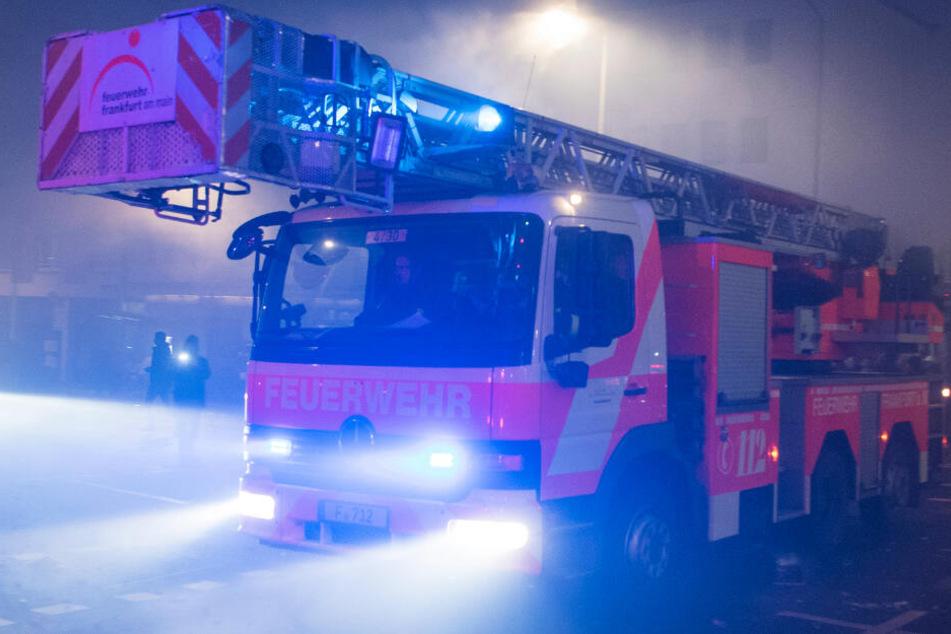 Die Feuerwehren in Frankfurt und ganz Hessen hatten am Samstagabend viel zu tun (Symbolbild).