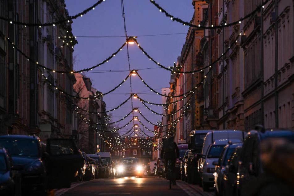 Auch in der Kamenzer Straße wird gedreht. Hier ist alles weihnachtlich geschmückt.