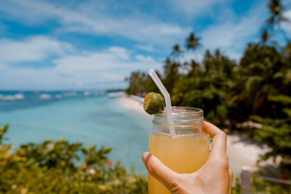 Ein guter Cocktail braucht nicht unbedingt Alkohol. Mit unseren 3 alkoholfreien Cocktail-Rezepten zaubert ihr blitzschnell leckere Drinks für den Sommer.