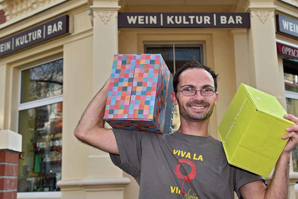 In der Striesener WeinKulturBar von Silvio Nitzsche (42) fängt das Vergnügen  schon beim Lesen der Weinkarte an.