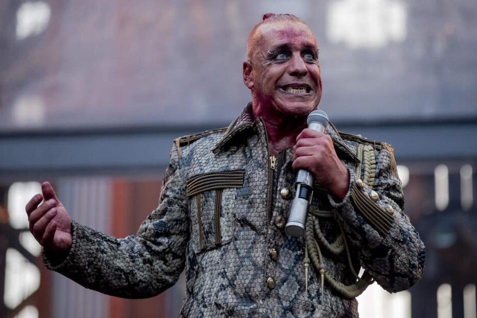 Till Lindemann, Frontsänger von Rammstein, begeisterte das Publikum beim Konzert im Berliner Olympiastadion.