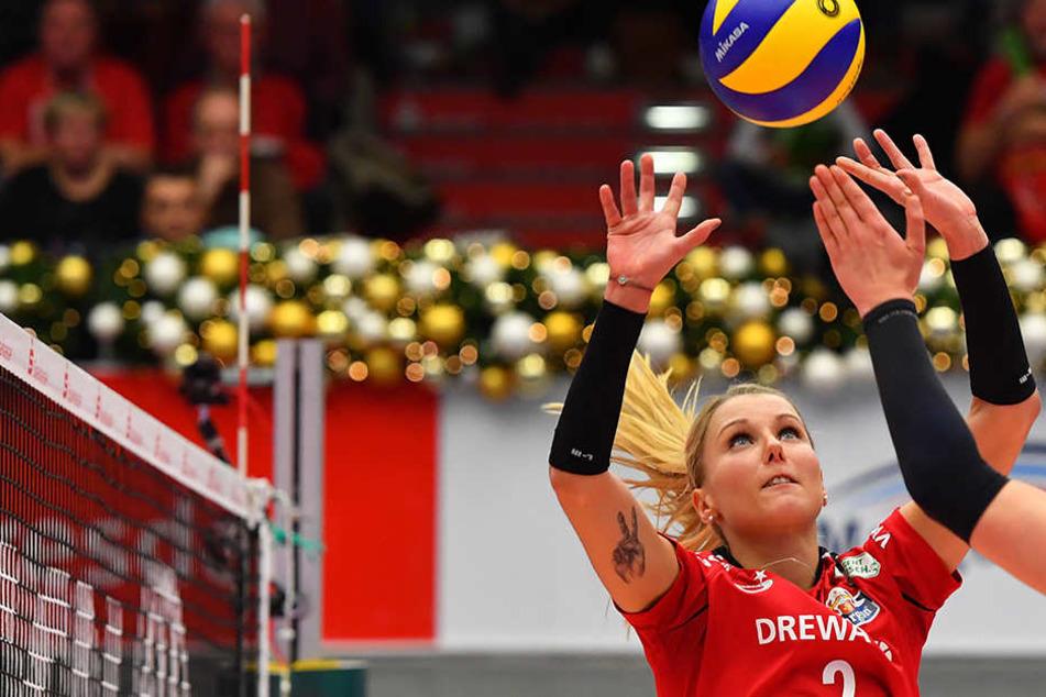 Zuspielerin Mareen Apitz und ihre Teamkolleginnen reisen nun in die Schweiz.