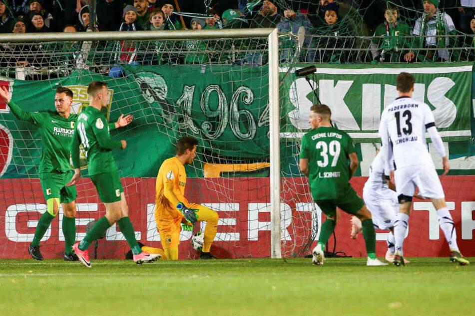 Nur zehn Minuten nach der Paderborner Führung köpfte Uwe Hünemeier zum 2:0 ein.