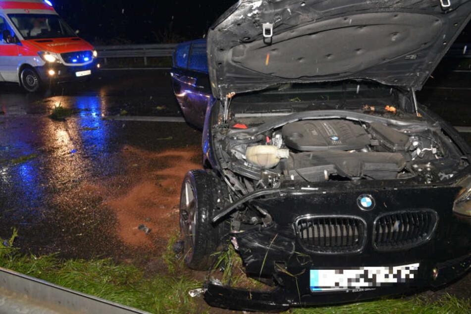 Mit diesem BMW schleuderte ein 25-Jähriger auf der A5 in die Leitplanke.