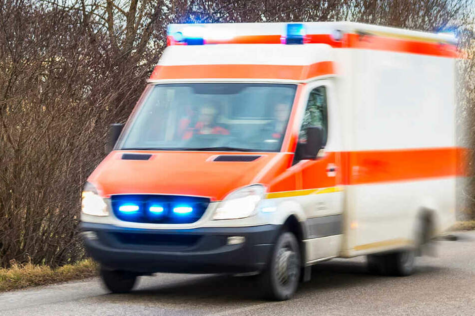 Nach Karnevalsparty: Mann haut seinen Kopf mehrmals gegen die Wand und verletzt sich schwer