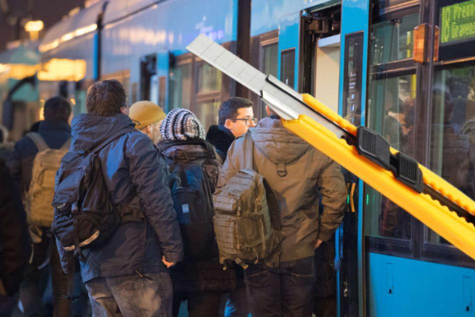 Nur durch das beherzte Eingreifen zweier Fahrgäste, konnte Schlimmeres verhindert werden (Symbolbild).