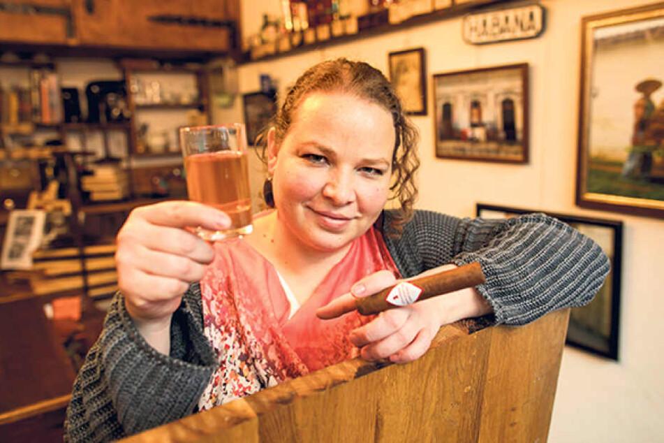 Whiskey und gute Zigarren: Gibt's beides in der Zigarren Manufaktur Dresden von Katrin Lieberum (34).