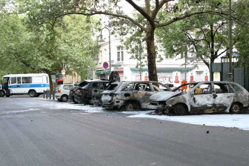 Prenzlauer Berg Am Kollwitzplatz brennen 14 Autos