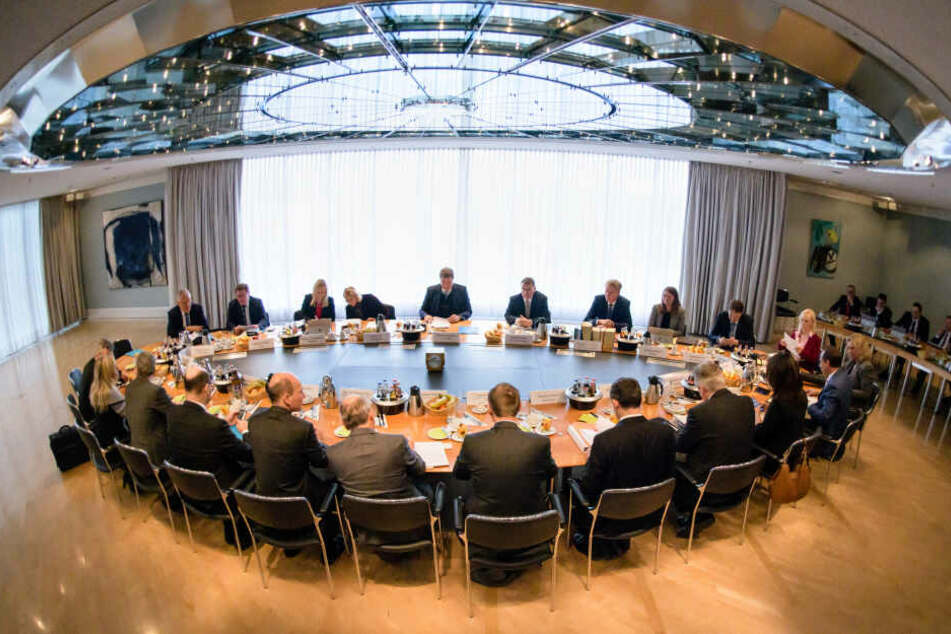 Die Kabinettssitzung findet in der bayerischen Staatskanzlei statt.