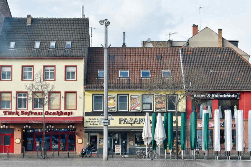 Grill-Restaurants am Rande des Marktplatzes in der Mannheimer Innenstadt. Eine Bürgerinitiative hat vom Geruch die Nase voll.