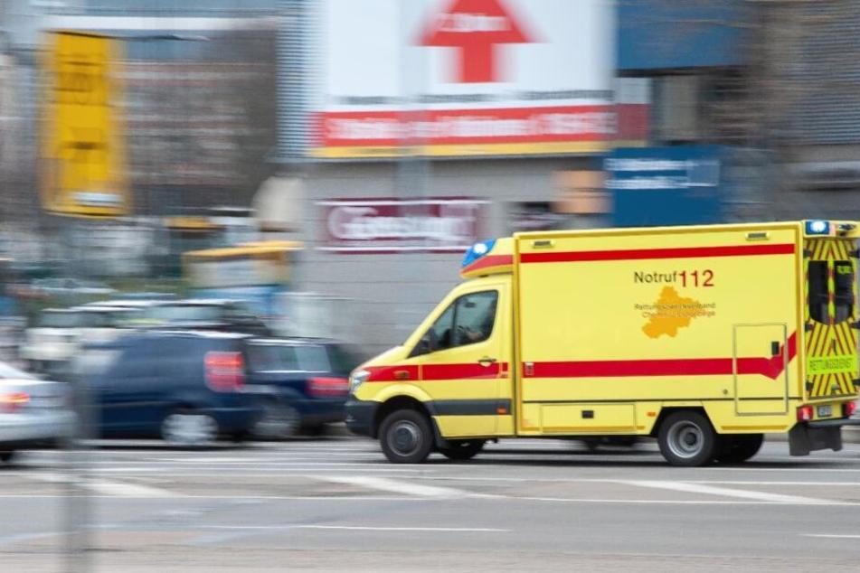 Die Seniorin wurde verletzt und musste in einem Krankenhaus behandelt werden. (Symbolbild)