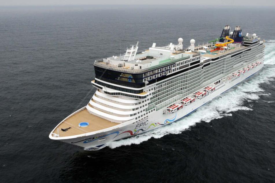 """Die """"Norwegian Epic"""" ist ein rund 330 Meter langes Kreuzfahrtschiff, aus das rund 4100 Passagiere passen."""