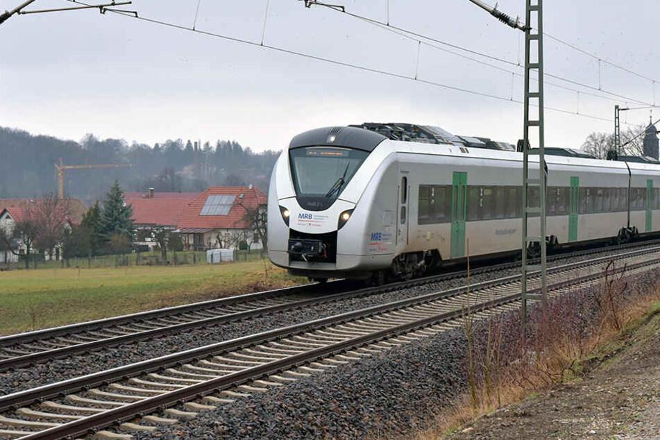 Ein Mann stoppte einen Zug der MRB, weil er seinen Ausstieg verpasst hatte.
