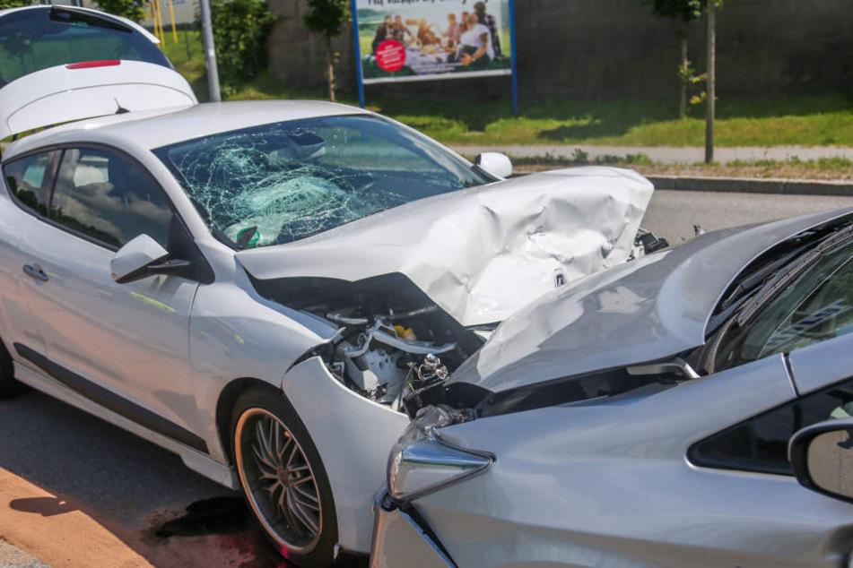 In dem Renault wurden neben der Fahrerin auch zwei Kinder verletzt.