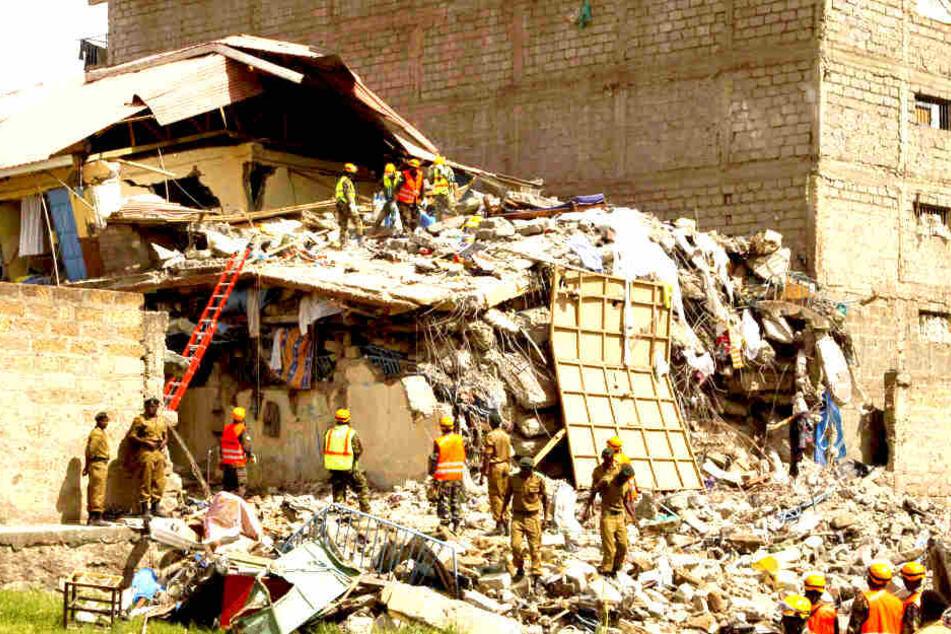 Zehn Menschen nach Gebäudeeinsturz vermisst