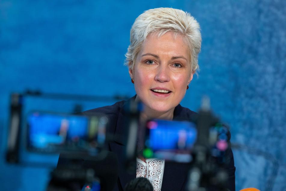 Manuela Schwesig (SPD), die Ministerpräsidentin von Mecklenburg-Vorpommern, beantwortet bei einer Pressekonferenz Fragen zur Corona-Lage.