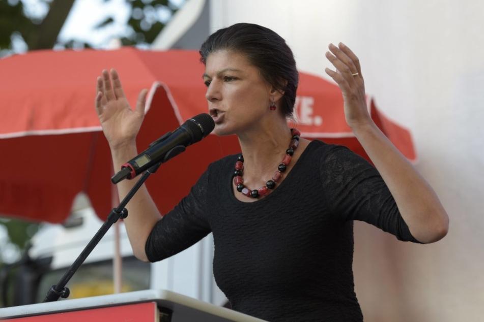 Linken-Politikerin Sahra Wagenknecht schießt scharf gegen die Bundeskanzlerin Angela Merkel.