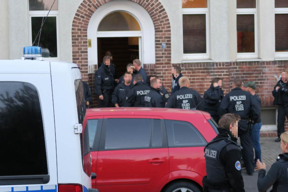 Mehrere Beamte der Bundes- und Landespolizei durchsuchten am Mittwochmorgen Objekte im Leipziger Stadtgebiet.