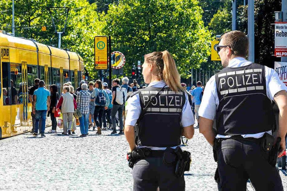 Die Polizei nahm am Albertplatz einen Mann mit (vermeintlichem?) epileptischem Anfall fest.