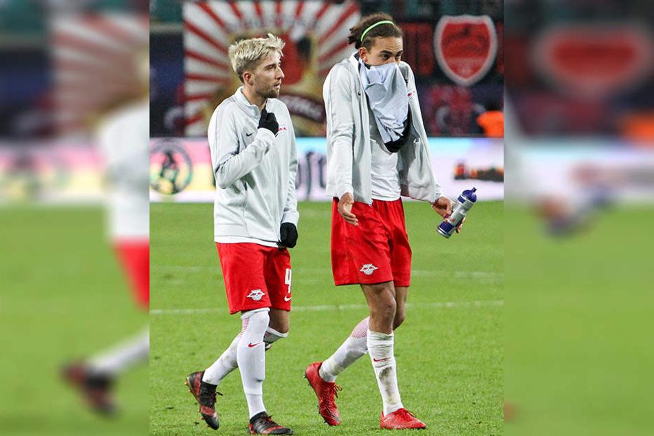 Kevin Kampl und Yussuf Poulsen traben nach dem Abpfiff vom Platz. RB Leipzig ist nun seit drei Spielen ohne Sieg.